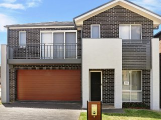 GLENFIELD VILLA 9 - SYDNEY New, 4Bdrm