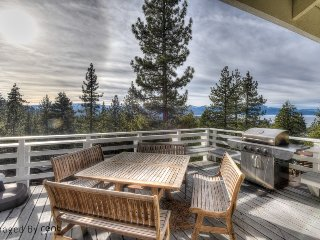 Luxury Getaway + Lake Views; Walkable to Heavenly