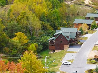 Talikwa Lodge, 4 Bedroom Exquisite Lodge Near Dollywood
