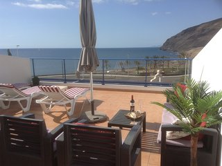 Spacious apartment with panaramic sea and mountain views. Wifi included
