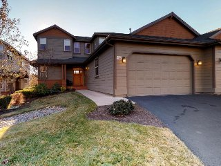 Upscale family home on golf course w/ shared pool & hot tub!