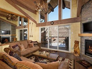 New rental. Ski-in/out, views, pool/hot tub, lots of beds, loft sleeping space,