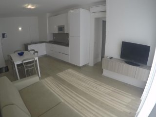 New Luxury Apartment Near Beach and Centre - Beach Place and Sunbeds Included