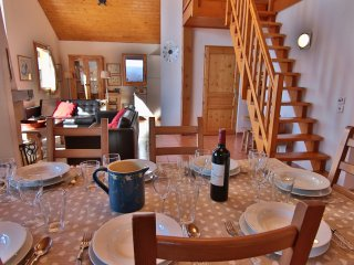 Chalet Tinky Winky (B4) sleeps 8p and snow depending you can ski to the door!