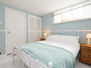 Lovely double bedroom with an ensuite bathroom with both bath and separate shower cubicle