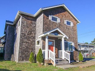 Beautiful 4 Bedroom home located one block from Seaside Beach