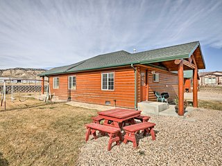 NEW! Cozy 2BR Bryce Canyon Area Cabin w/ Patio!