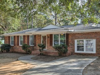 Dog-Friendly Charleston Home- Mins to Beach & Dwtn