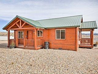 NEW! 2BR Tropic Cabin w/Porch - Near Bryce Canyon!