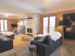 Le Chalet is a stunning 12p high end chalet with sauna. Ski to the door