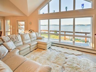 Luxurious Oceanfront Flanders Bay Home w/ Kayaks!
