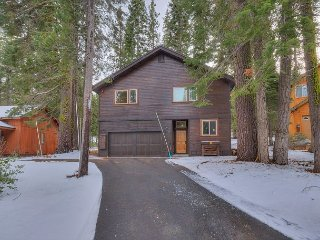 NEW LISTING - Contemporary 3 BR 3 Bath in Tahoe Donner - Hot Tub Too!