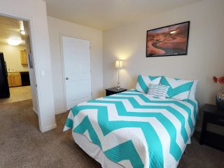 Attractive 4 Bedroom Condo, Close to everything! Sleeps up to 8.
