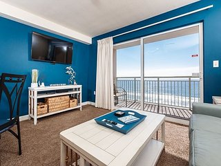 PI 502: Comfy beachfront condo- WiFi, full kitchen, pool,Free Beach Service