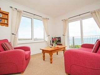 THE LOOKOUT, private beach access, sea views, balcony, pet-friendly, Sennen Cove