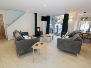 LUND, lake views, en-suite bedrooms, balcony, pet-friendly, in Ambleside, Ref