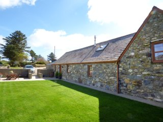 CAE GARW BARN, woodburner, beamed ceilings and timbers, oak furniture and floori