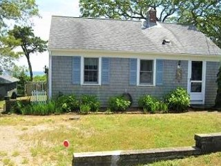 CHATHAM VACATION HOME ONLY 0.1 MILES TO RIDGEVALE BEACH!