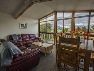 View on Worsley★2min to Center★2 Decks★Full Kitchen★