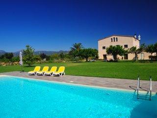 Una villa de lugo para 17 personas con piscina cerca de la playa de Cambrils