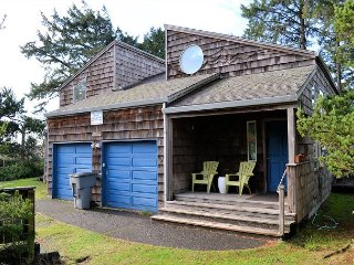 SEASCAPE 2~NEW LISTING~Fantastic pet friendly home only 1 block to the beach.