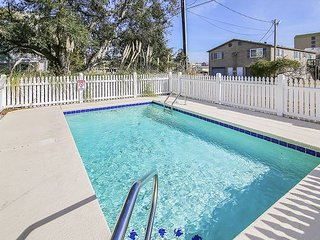 **ALL-INCLUSIVE RATES** Barefoot Bungalow - Private Pool & 500 ft to Beach!