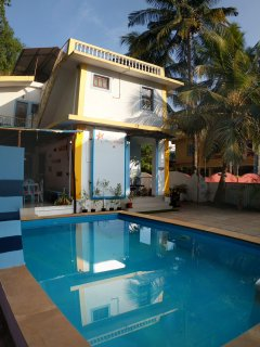 The Marine 6-bedroom villa with pool&breakfast/3mts walk to the beach