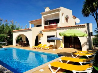 Villa Palmeiras - 4 Bed, 4 Bath, Private Pool, Near to Castelo Beach & Albufeira