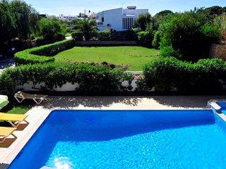 Villa Palmeiras - 4 Bed, 4 Bath, Private Pool, Near to Castelo Beach & Albufeira