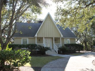 LARGE 4BR 3BA HOME ONLY 2 BLOCKS TO THE BEACH!
