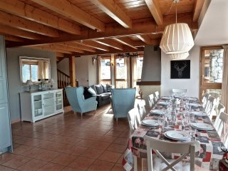 Ambience (B23) is a 10-12p chalet situated directly on the piste