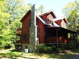 Acorn Retreat-Hot Tub, Pet Friendly, WIFI, Game table, wood fireplace