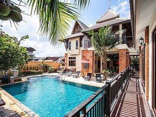 Baan Suay Tukta   5 Bed Tropical Pool Villa near Jomtien Beach Pattaya