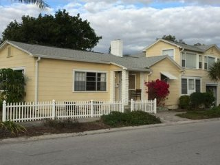 Location-Quaint Beach Front House- Historic Pass a Grille-Steps to the beach