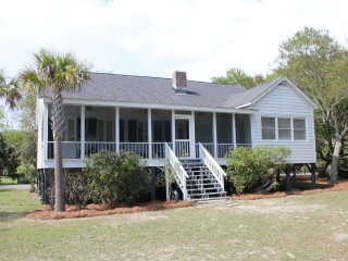 Rustic Beach House in Great Location only 2 Blocks from the Beach!