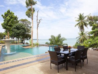 Krabi Beachfront Resort Deluxe Suite No.101 | 1 Bed Home