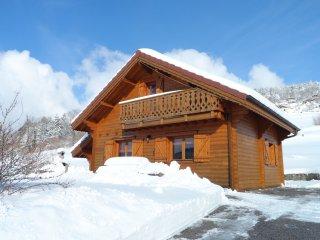  Chalet de montagne tout bois proximite lacs montagne et pistes de ski