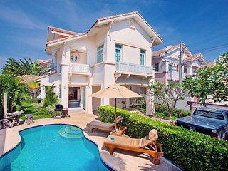 Jomtien Ascension A | 3 Bed Pool Villa Near Jomtien Beach Pattaya