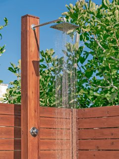 Outdoor shower for the pool !