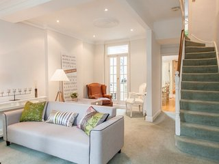 4bedroom house in Hampstead village