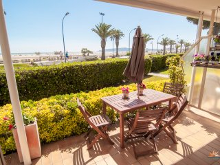 SEAFRONT L'Estartit Apartment 1 minute from beach