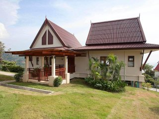 Baan Daeng | 2 Bed Sea View Rental Near Kangtian Bay in Koh Lanta