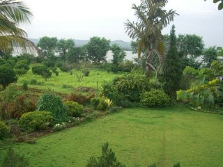 Green Acres Luxurious Homestay In a Farm Estate
