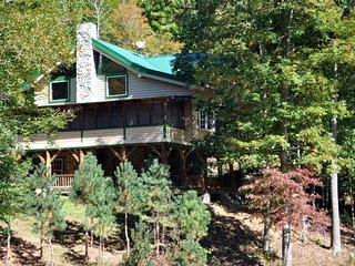 Log Cabin a Mile from Ski Resort