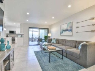 Steps from El Paseo!  Sandroc Condos #26 - Light, Bright and beautiful!