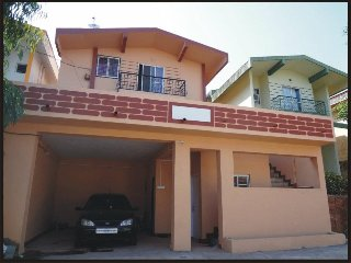 Rent a Bungalow in panchgani 3 bedrooms + Hall + Kitchen with Cook