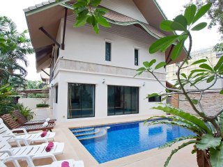Baan Kon Lafun | 3 Bed Modern Asian Pool Home in Central Pattaya
