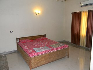 Alibaugh 3 BHK bungalow with private swimming pool