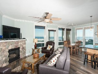 Sand Dollar - Corner Oceanfront Condo, Private Hot Tub, Indoor Pool, Wifi!