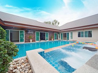 Baan Piam Sanook | 6 Bed Private Pool Villa in Huay Yai South of Pattaya